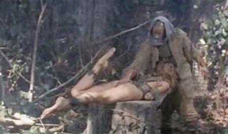 - Davina Davis pokazuje svoje seksi noge i zajebava sex bruneta se