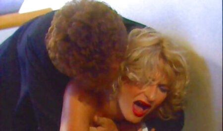 Mega vruća milf Julia Ann umočila gay erotika video je gaćice u svoj pička sok!